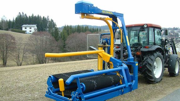 The G3010 Q Exclusiv is equipped with a hydraulic bale pick-up designed for square and round bales.
