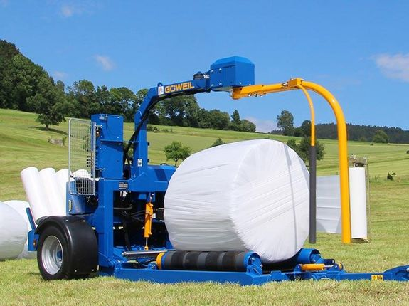 The G3010 Profi completing a wrapping process directly in the field.