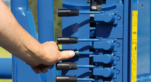 The levers allow you to control all functions directly at the machine.
