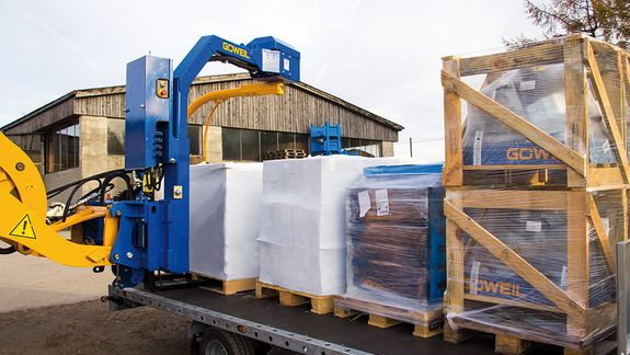 After being wrapped, the palletized goods can be loaded onto a trailer with the help of the G1010.