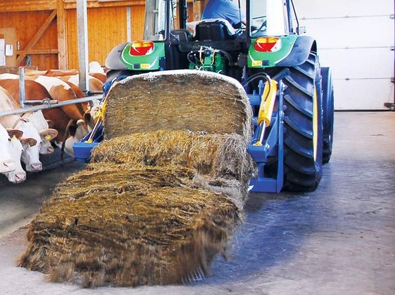 The RBS was designed especially for the purpose of cutting and transporting bales of silage, hay and straw.
