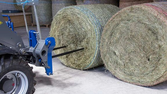 The bale transport spike has been designed especially for transporting unwrapped round bales.