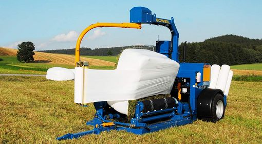 The G3010 Q Profi packages square and round bales in an equally clean and air-tight manner.