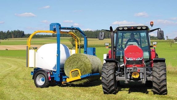 The bale pick-up also proves to be exceptionally convenient when you need to transport two bales.
