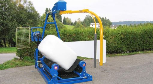 The G3010 Q Standard packages square and round bales in an equally clean and air-tight manner.