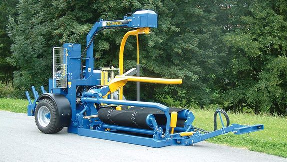 The trailed machine G3020 Q Profi is the perfect square bale wrapper for applications in the open field.