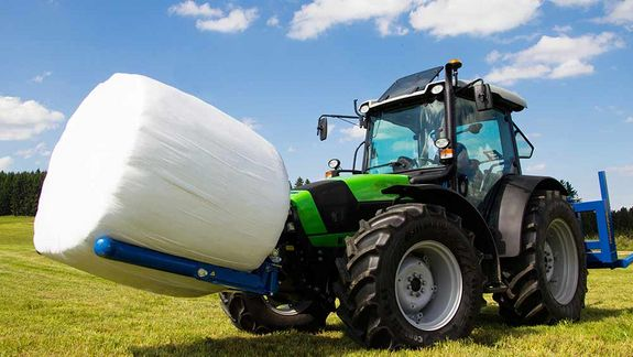 The BTGHA allows for the gentle and effortless transport of wrapped bales.