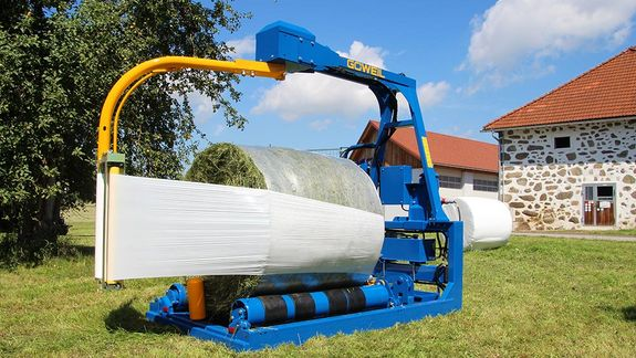 Four conveyor belts guarantee uniform wrapping of each and every bale.