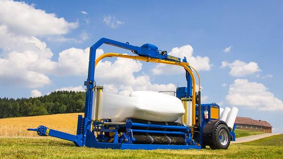 The G4010 Q Profi packages square and round bales in an equally clean and air-tight manner.