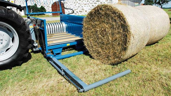 The hydraulic loading arm makes the task of picking up the bales from their storage location a piece of cake.