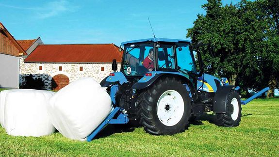 The BTGHA is designed for transporting and, in particular, tipping previously wrapped round bales.