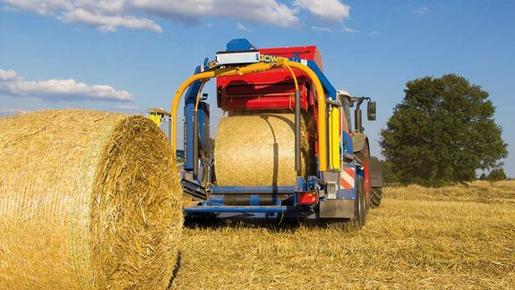 If necessary, hay and straw bales can be conveyed through without wrapping.