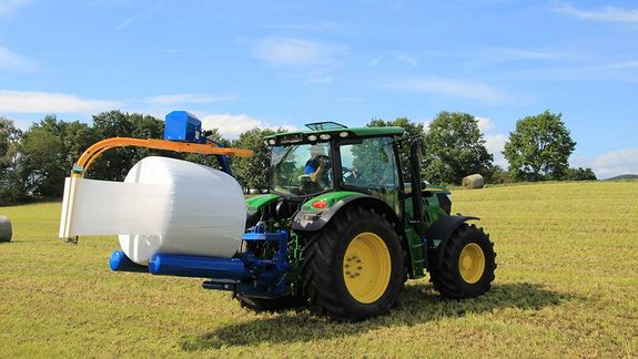 Bales are packaged in a fast, clean and perfectly air-tight manner.