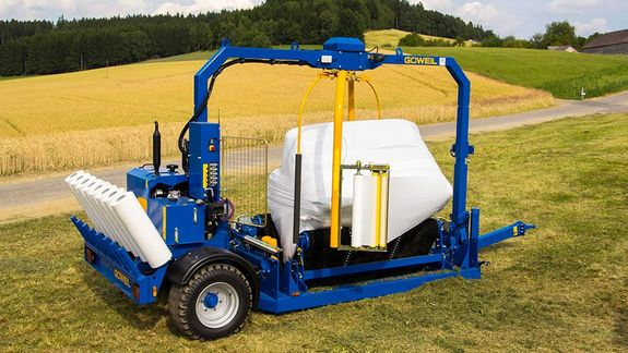 The ability to wrap two bales at the same time cuts down film consumption by 20%.