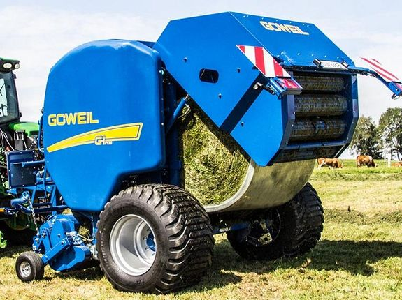The G-1 round balers hydraulic tailgate opens and ejects the bale gently to the back.