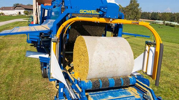 The bale is picked up by the mobile wrapping table.