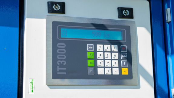 The display of the available weighing system option.